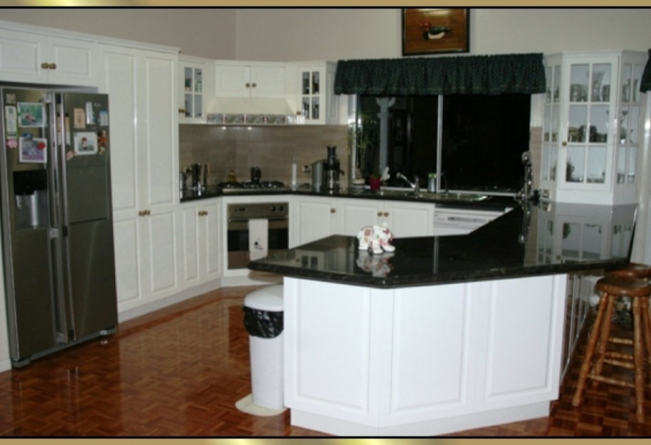 Kitchen-with-P